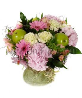 Яблони в цвету - букет из гвоздик