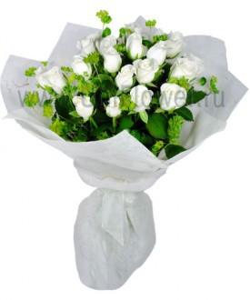 Букет 19 белых роз «Белоснежка»